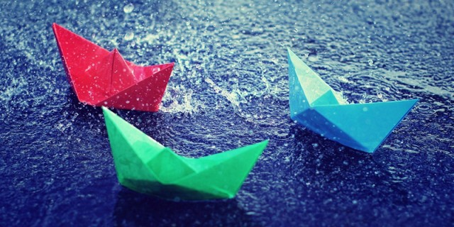 lovely-colorful-boats-of-peaper-and-Rain-Wallpaper