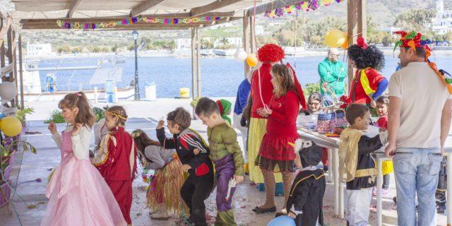 Αποκριάτικο πάρτυ για τα παιδιά με πολύ διασκέδαση εχθές στην πλατεία Καταπόλων