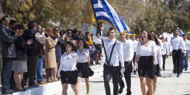 Η μαθητική παρέλαση για τον εορτασμό της 25ης Μαρτίου στην Χώρα