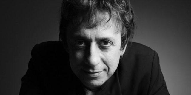Ο Eric Serra, ο άνθρωπος που εμπνεύστηκε και έντυσε μουσικά την ταινία Απέραντο Γαλάζιο, τον Σεπτέ...