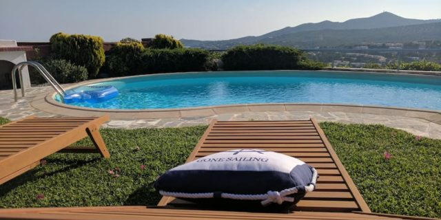 Villa Amorgos: Θυμίζει κάτι από νησί αλλά βρίσκεται στον Σούνιο!