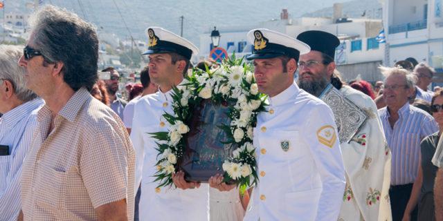 Από στεριά και θάλασσα τιμούν την Παναγιά την Καταπολιανή οι Αμοργιανοί!