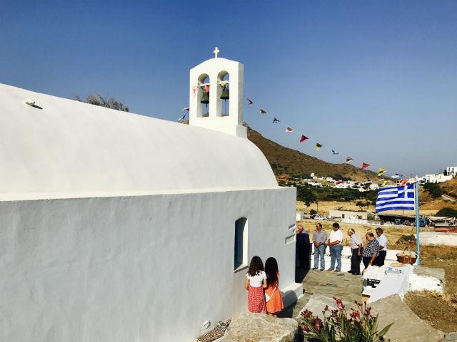 Καλημέρα και Χρόνια Πολλά από το εκκλησάκι του Χριστού στα Κατάπολα
