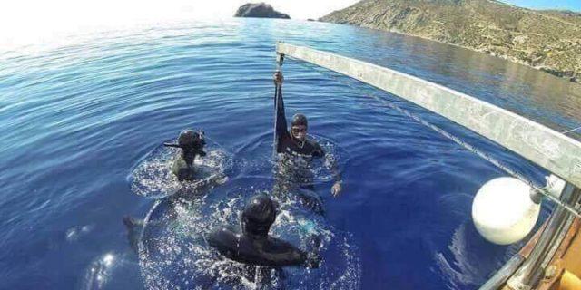 Πρώτη ημέρα προπόνησης στα καταγάλανα νερά της Αμοργού