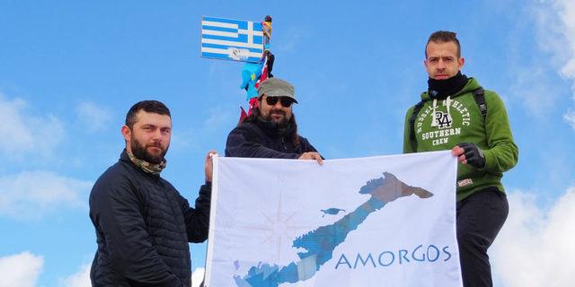 Η σημαία της Αμοργού στην υψηλότερη κορυφή της Ελλάδας!