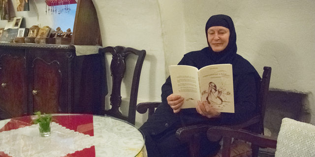 «Υπάρχει χώρος για το θαύμα;» το βιβλίο της Μοναχής Ειρήνης του Αγίου Γεωργίου Βαρσαμίτη