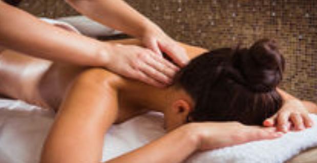 Προσφορά χαλαρωτικού μασάζ από την Θολαριανή θεραπεύτρια Ανελίνα Πλατή