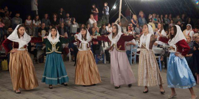 Με χορό και μουσική ευχαρίστησαν την Ομάδα Αιγαίου οι Αμοργιανοί