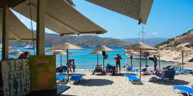 Η καντίνα, στην πιο όμορφη παραλία των Καταπόλων, Μαλτέζι, ξεκίνησε και φέτος τη λειτουργία της για ...