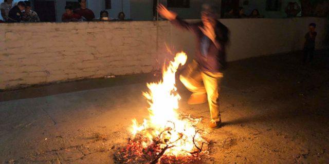 Οι φωτιές και οι χοροί στην Χώρα για τον Άη Γιάννη τον Κλήδονα
