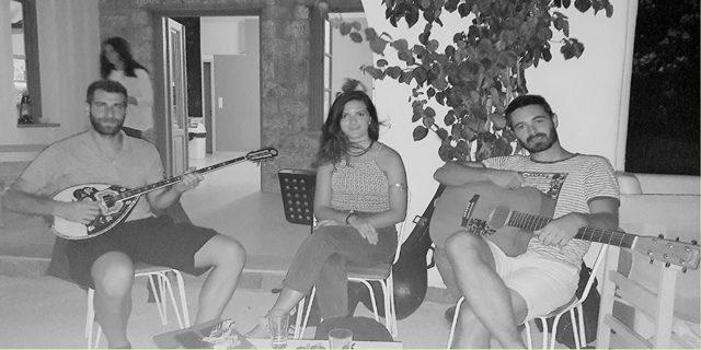 Απόψε Παρασκεύη 17/8 στις 22:00 μια ξεχωριστή μουσική βραδιά στο Απέραντο γαλάζιο