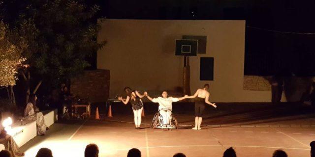 Η ξεχωριστή παράσταση του Ανδρέα - Γιώργου Στρατουδάκη που αγκάλιασαν οι Αμοργιανοί