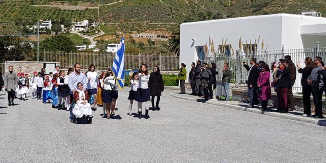 Με κατάθεση στεφανιών, δοξολογία και παρέλαση τίμησαν την 25η Μαρτίου οι Αιγιαλίτες